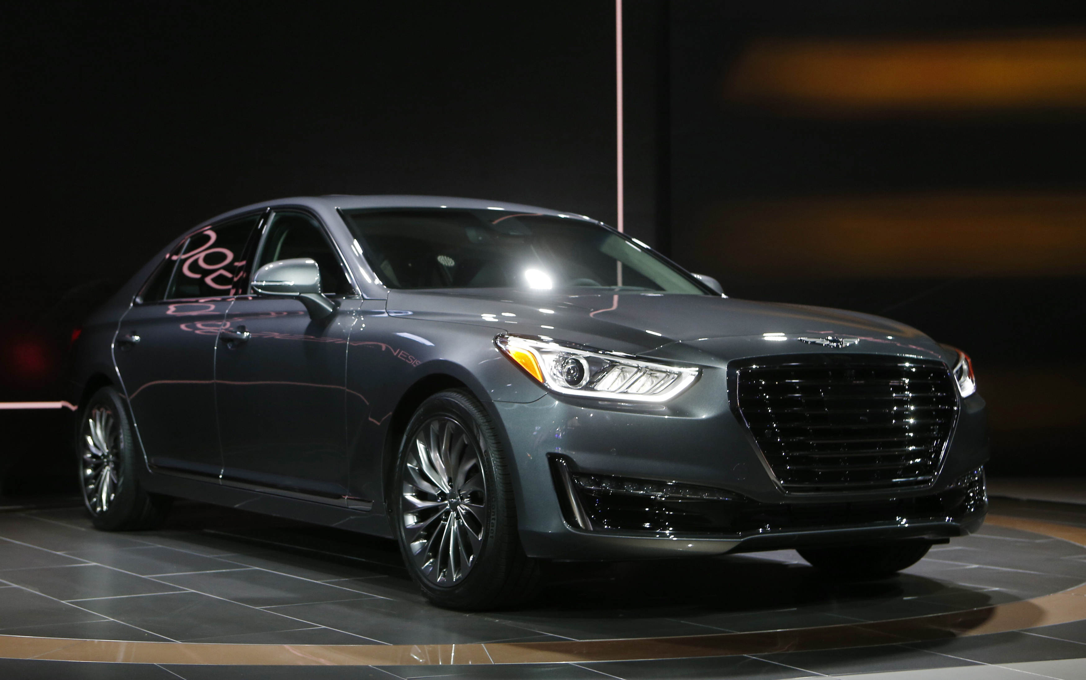 Detroit Auto Show 2016: Luxury Cars Make A Comeback