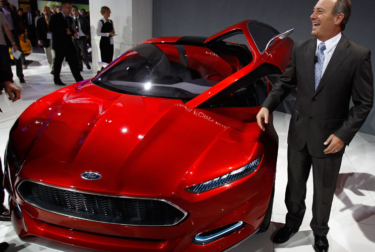 This car has a lithium-ion plug-in hybrid powertrain, along with a host of technologies that make the car your ideal personal assistant. The car takes advantage of data from the cloud, like the driver's work schedule and local traffic and weather conditio