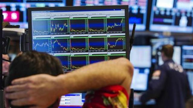 Wall Street slips, Dow posts biggest weekly loss of 2013