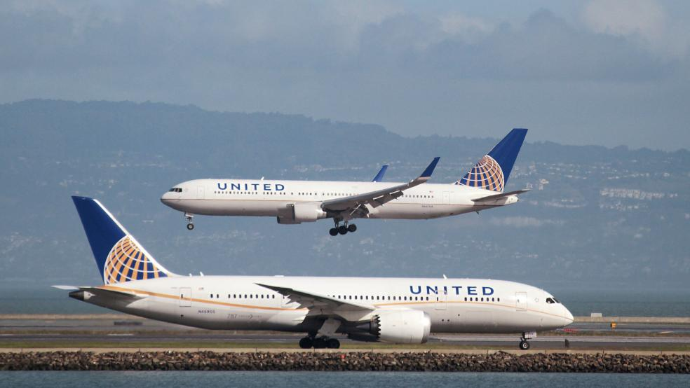 Doctor dragged from United flight plans to file lawsuit: lawyer
