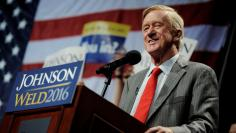 Libertarian vice presidential candidate Bill Weld speaks at a rally in New York