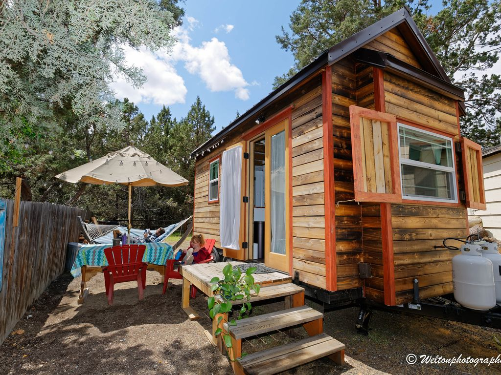 How to rent a tiny house for your next vacation getaway for Tiny vacation homes